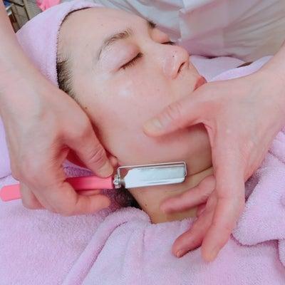 顔剃り後には、ダブルパックで肌に張りと潤いを。の記事に添付されている画像