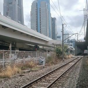 全然、電車が来ない線路の画像