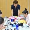アーティスティックスイミング日本代表チームのメイクアップ講習会の画像