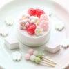 ちっちゃいパーツがたくさん!苺とお花のひなまつりケーキの画像