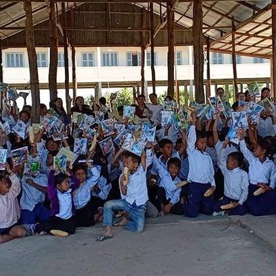 """""""カンボジア田舎の学校 子供達にお土産学習道具を 持ってあげます。""""の記事に添付されている画像"""