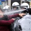 """""""怒る市民たちが立ち上がる:世界に広がるイエローベスト運動""""の画像"""