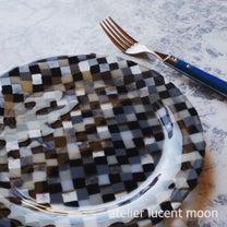 年中無休の モザイク風プレートの記事に添付されている画像
