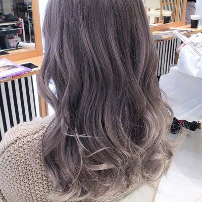 外国人風アッシュグレージュブリーチダブルカラー☆透明感カラーミディアムヘアの記事に添付されている画像