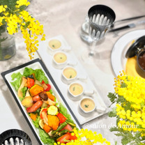 ミモザなテーブルコーディネートでおうちレストランの記事に添付されている画像