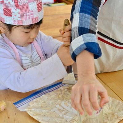 【感想のご紹介】お腹の中で味噌仕込みをしていた赤ちゃんが、今年は一緒に仕込んでくの記事に添付されている画像