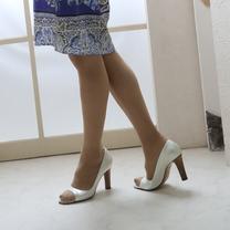 スカートもパンツもヒールで歩くとやっぱり脚長効果抜群なんですよねの記事に添付されている画像