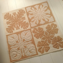 オリジナル感あふれる作品&Aloha Quiltのサイン♪ 生徒様の作品の記事に添付されている画像