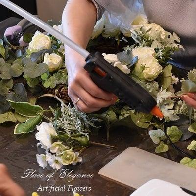 フリーレッスン 白バラとグリーンのリース、4~5月レッスンのお知らせの記事に添付されている画像