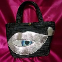 唇目玉の小さめバッグ・シルバー・バージョンの記事に添付されている画像