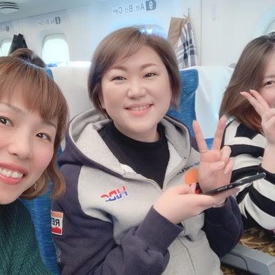 東京へ行く新幹線の中もお勉強になる仲間♪の記事に添付されている画像