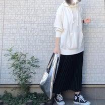 UNIQLO人気パーカーにシワになりにくいプリーツスカートの記事に添付されている画像