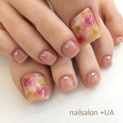 大輪の花をイメージした水彩画アートの春フットネイル 岐阜市ネイルサロンの記事に添付されている画像
