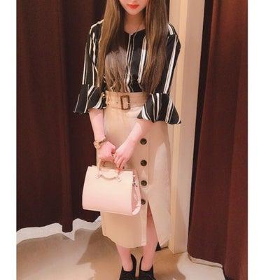 春の新作スカートの記事に添付されている画像