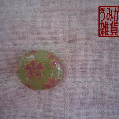 グリーンに桜の帯留めの記事に添付されている画像