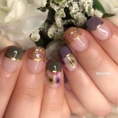 小さなお爪にお花のアートの記事に添付されている画像