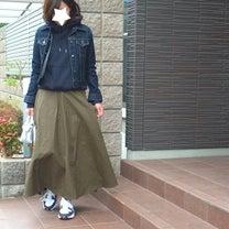 履くだけで旬ぽく!ダッドスニーカー×フレアスカート。の記事に添付されている画像