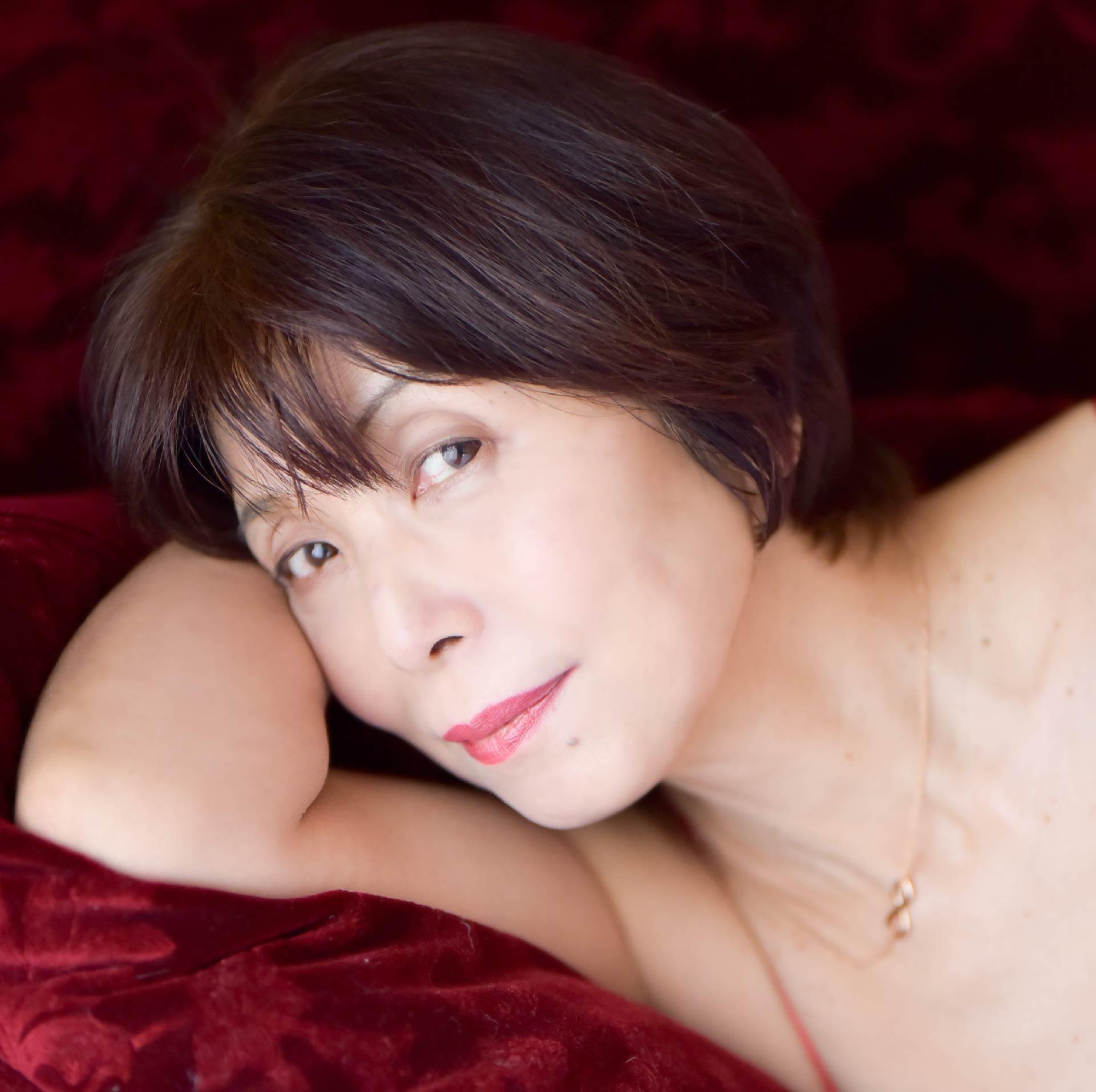中丸シオン(35)の国際派女優のヌード写真集がエロいww【エロ