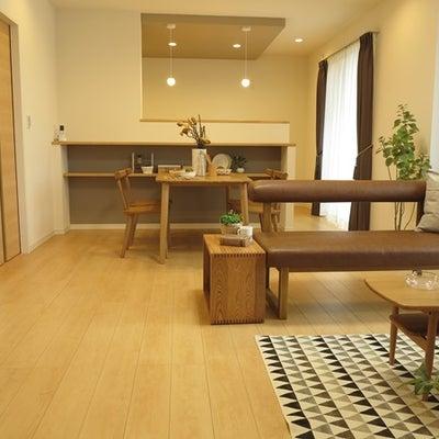 キッチンカウンターの端からTVボード後ろの壁までが5m以下のLD空間への家具の配の記事に添付されている画像