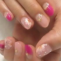春らしいピンクとフラワーネイルの記事に添付されている画像