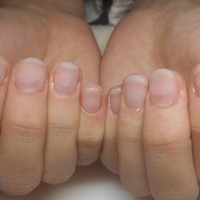 短い爪・薄い爪もネイルで長さをキープします/青山ネイルサロンアリュームの記事に添付されている画像