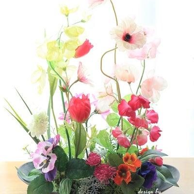 春の花いっぱいデザインのフラワーアレンジメントの記事に添付されている画像