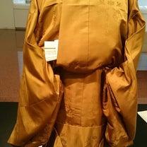 【天皇陛下の退位儀式での着用 黄櫨染】天皇専用の装束の記事に添付されている画像