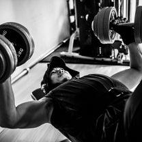 胸筋を発達させるトレーニングの記事に添付されている画像