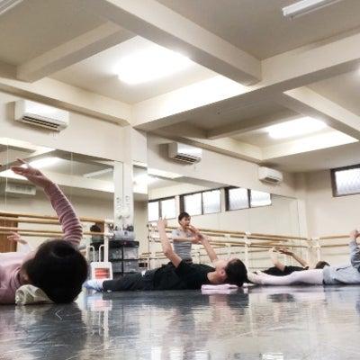 佐々木先生フロアバレエの記事に添付されている画像