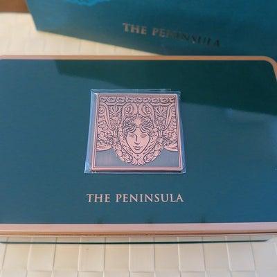 香港土産はペニンシュラホテルのクッキーの記事に添付されている画像