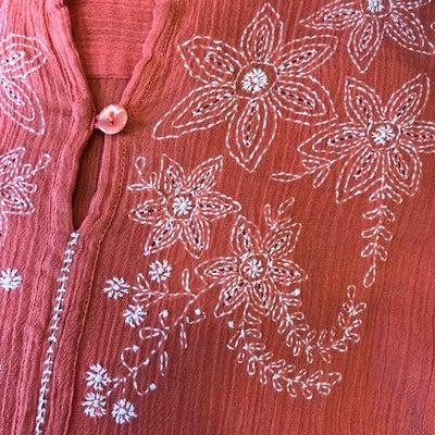 ルクマニ❤︎SALE開催中 ラクノウ刺繍ブラウスの記事に添付されている画像