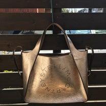 ステラマッカートニーのゴールドのバッグの記事に添付されている画像