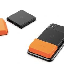 ケーブルがいらないモバイルバッテリー?の記事に添付されている画像