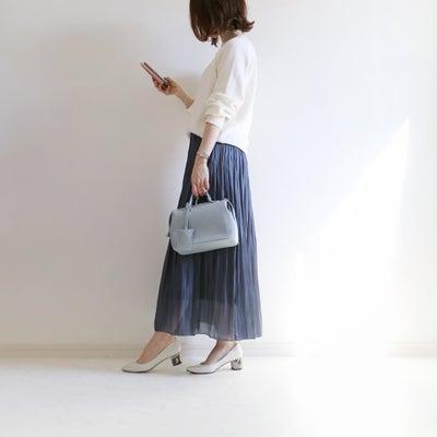 Code♡軽やかサテンスカートで寒色コーデ。の記事に添付されている画像