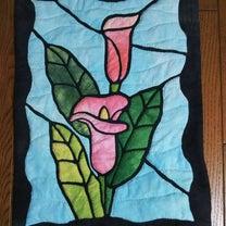 カラーの花のステンドグラスキルトの記事に添付されている画像
