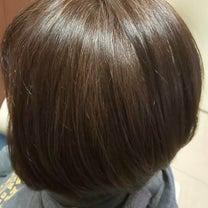 グレージュカラーは白髪染めでも楽しめますの記事に添付されている画像