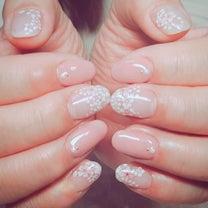淡いピンクの桜ネイルの記事に添付されている画像