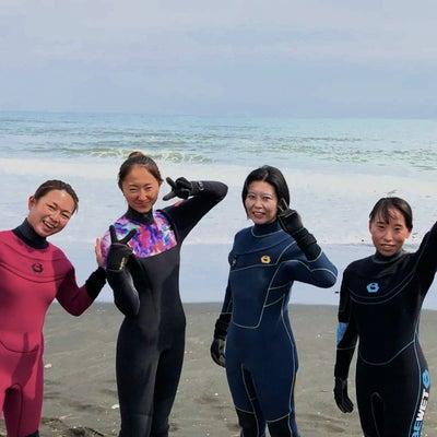 GWゴールデンウィーク女性サーファーサーフィンスクールの記事に添付されている画像