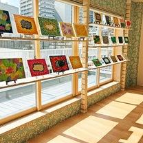 眞野丘秋展「楽園地球」展示風景の記事に添付されている画像