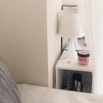 枕元のスリムなカラーボックスに置いている物の記事に添付されている画像