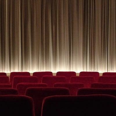 会社をサボって映画を観に行った結果の記事に添付されている画像