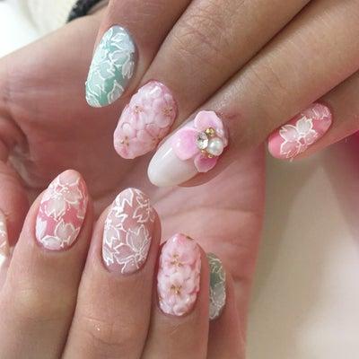 いよいよ開花か?!桜ネイルの記事に添付されている画像