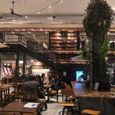 TSUTAYA閉店ラッシュも本を「無料」で読める高知・蔦屋書店が大盛況の記事に添付されている画像