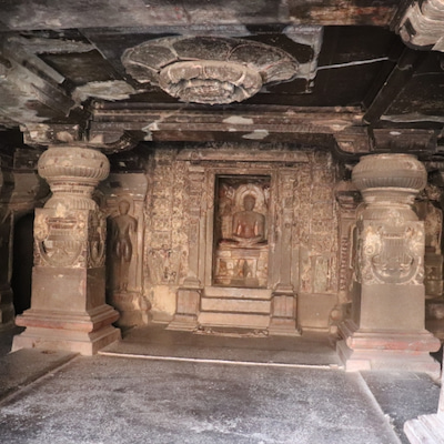 エローラ石窟寺院の記事に添付されている画像