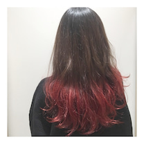 原色カラーで赤色ポイントカラーの記事に添付されている画像
