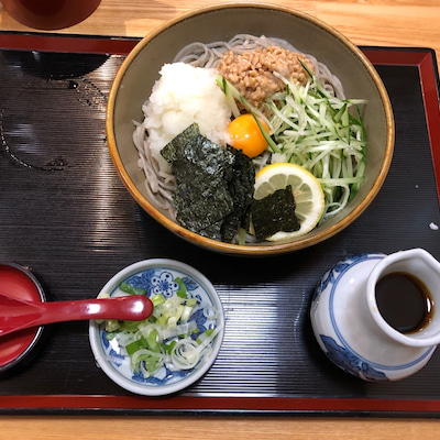 札幌・ひとり飯『そば処 まる山 本店』の「納豆そば」の記事に添付されている画像