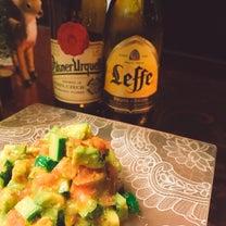 アボカドとトマトのサラダは、レモン風味のドレッシングでの記事に添付されている画像