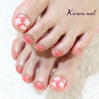 足元から春の準備しませんか?お花アートが可愛いフットネイル☆の記事に添付されている画像