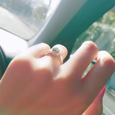 婚約指輪の記事に添付されている画像
