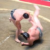 大相撲グランフロントうめきた場所、取組に会場がわいたの記事に添付されている画像